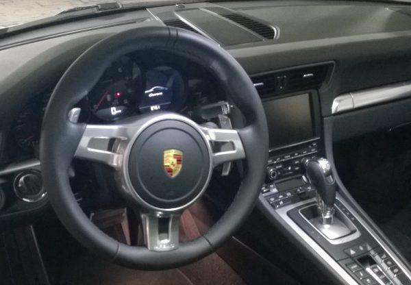 porsche 911 cockpit